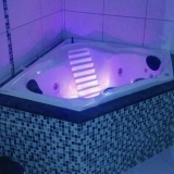 banheira de canto para banheiro pequeno