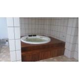 instalação de banheira redonda fibra